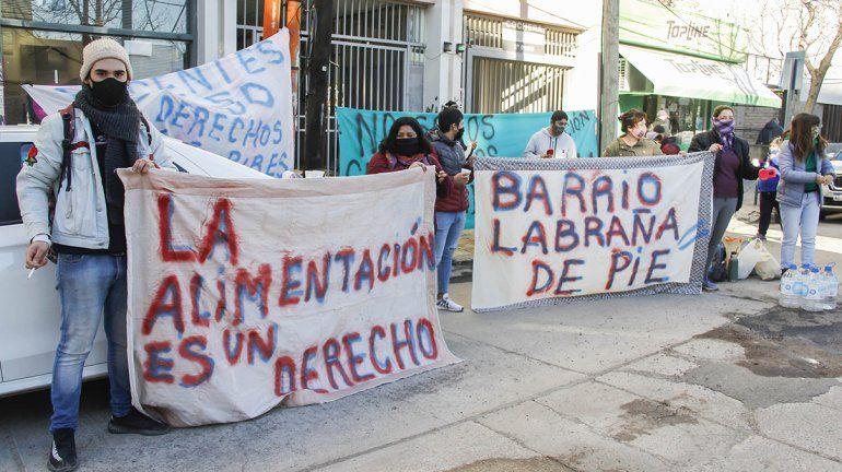 Vecinos del barrio Labraña se manifestaron frente al Municipio