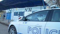 atraparon a un adolescente intentando robar un utilitario