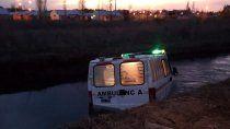 ambulancia con muestras de covid choco y cayo a un canal
