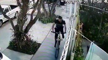 robo una bicicleta de una casa y quedo todo grabado