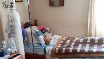 Armó una internación en su casa para mantener con vida a su tío enfermo