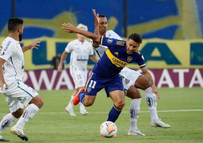 El Toto Salvio, de bajo nivel en los últimos duelos, es uno de los apuntados por el hincha de Boca.