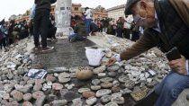 una nueva marcha de las piedras en memoria a las victimas del covid