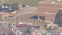 horror en una secundaria: alumno saco un arma y comenzo a disparar