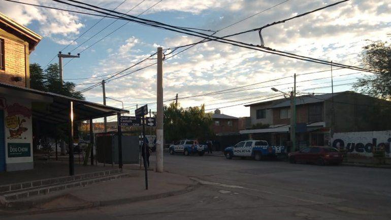 La Policía demoró a tres sospechosos en un allanamiento realizado en Castelli y Combate de San Lorenzo.