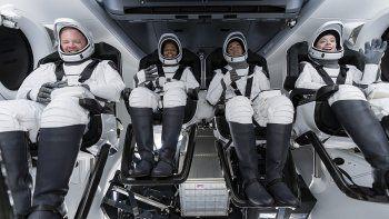 la primera mision de solo civiles ya orbita la tierra