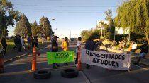 ex trabajadores de uocra cortan los puentes carreteros