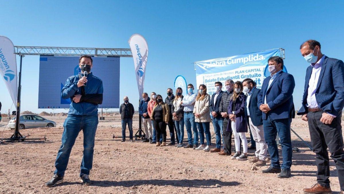 dominguez ratifico su compromiso para el acceso de tierras