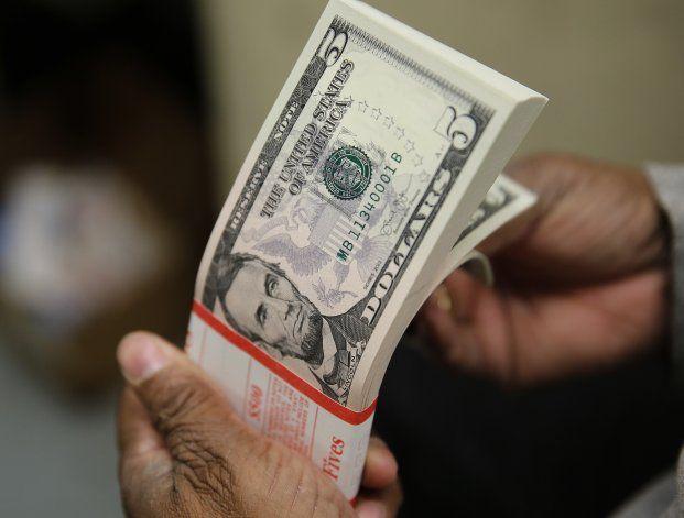 Luego de las nuevas restricciones, el dólar blue tocó picos históricos.