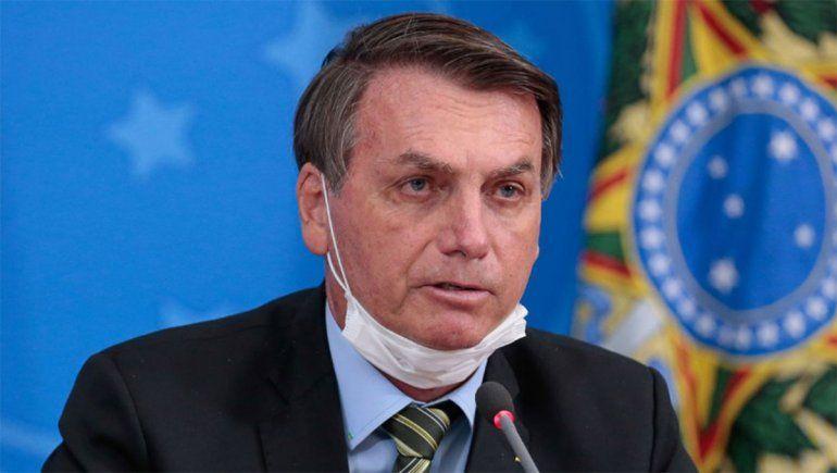 Bolsonaro ahora prorroga ayuda contra el COVID