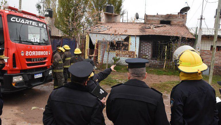 La casa incendiada, en la que murieron calcinados dos adultos y una nena, está ubicada en el barrio Belén.