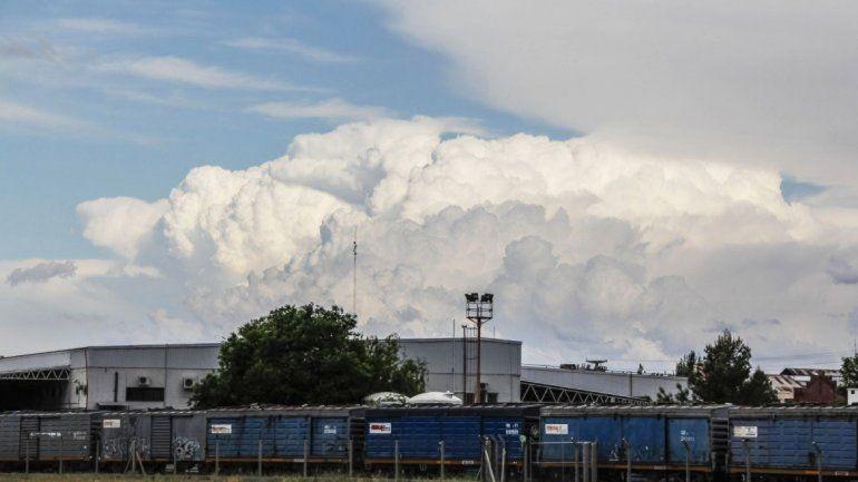 El clima del sábado en Neuquén estará variado. Se esperan nubes por la mañana