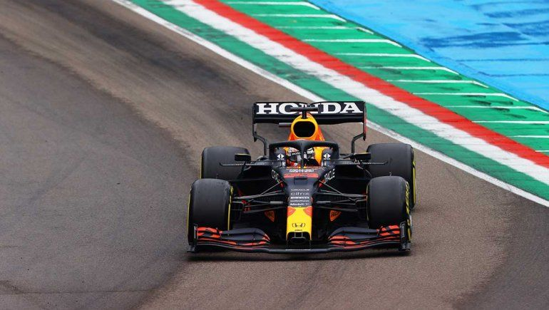 Max Verstappen ganó una carrera loca de la Fórmula 1 en Imola.