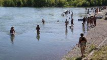se espera un trimestre mas caluroso, la vacunacion a menores y nuevo natatorio en neuquen