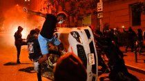 napoles: caos y represion por las restricciones