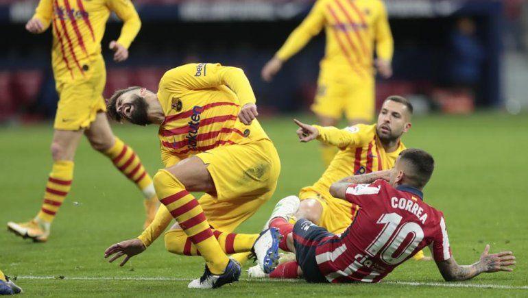 Mirá la escalofriante lesión y el llanto de Piqué tras choque con un argentino