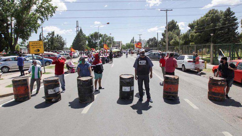 Organizaciones sociales acampan sobre los tres puentes hasta el jueves