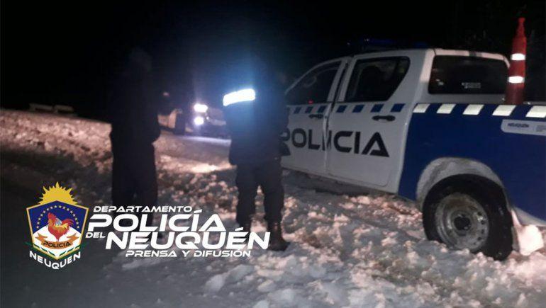 Rescatan a una familia que quedó varada por el viento blanco y la nieve