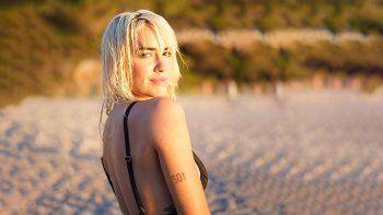 lali sacude a las calidas playas de ibiza