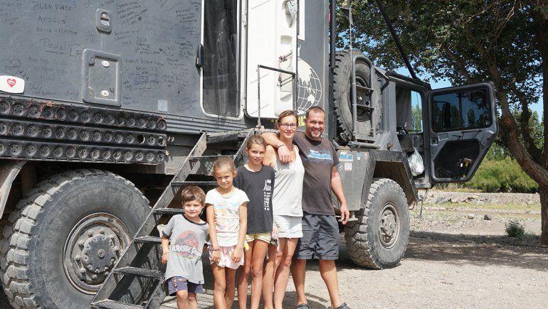 La familia francesa que recorre América en un camión militar y se enamoró del norte neuquino