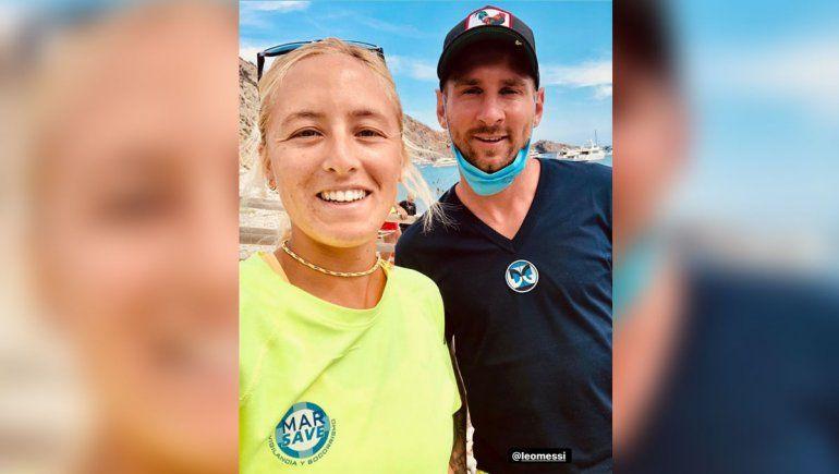 Lara y Messi en la playa.