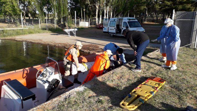 Accidente en Mari Menuco: se desmoronó un acantilado y le fracturó las dos piernas