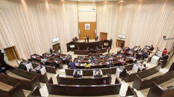 Diputados opositores piden que sus aumentos vayan a fondo de salud