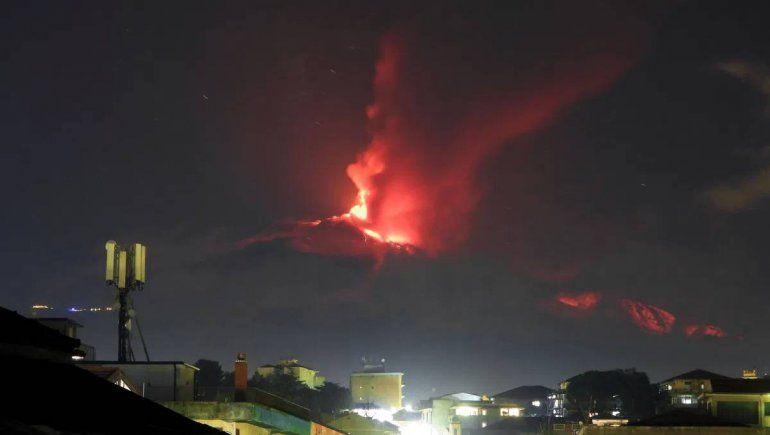 El volcán Etna comenzó la actividad volcánica hace 4 semanas