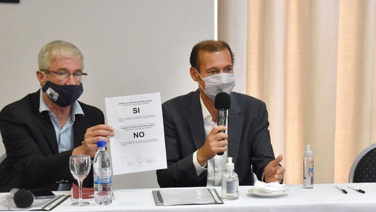 Bertoya y el gobernador Gutiérrez apoyaron el referéndum en El Chañar.