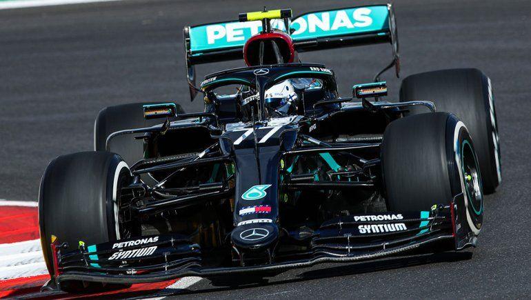 Valtteri Bottas terminó al frente de los entrenamientos de la Fórmula 1 en Portugal.