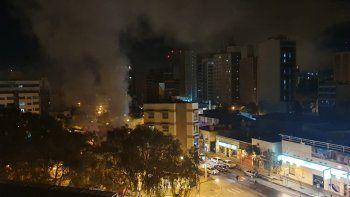 bomberos sofocaron un incendio en un local centrico