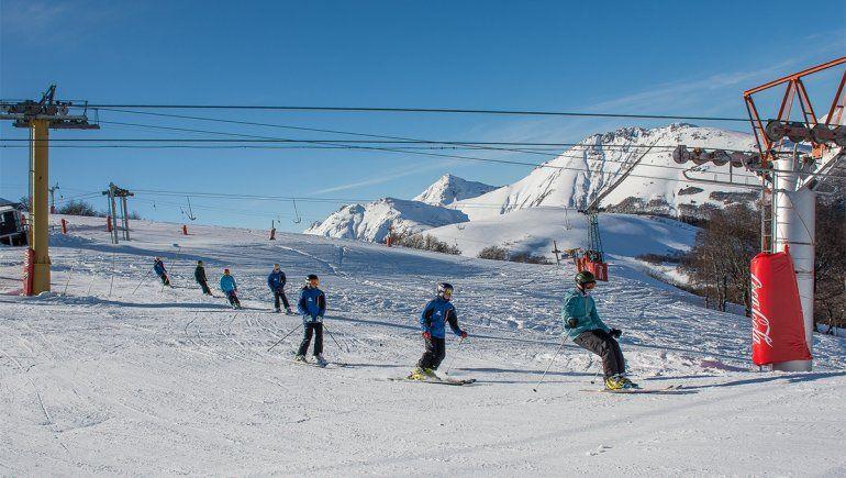 Hubo más de 500 esquiadores en la apertura del Cerro Bayo