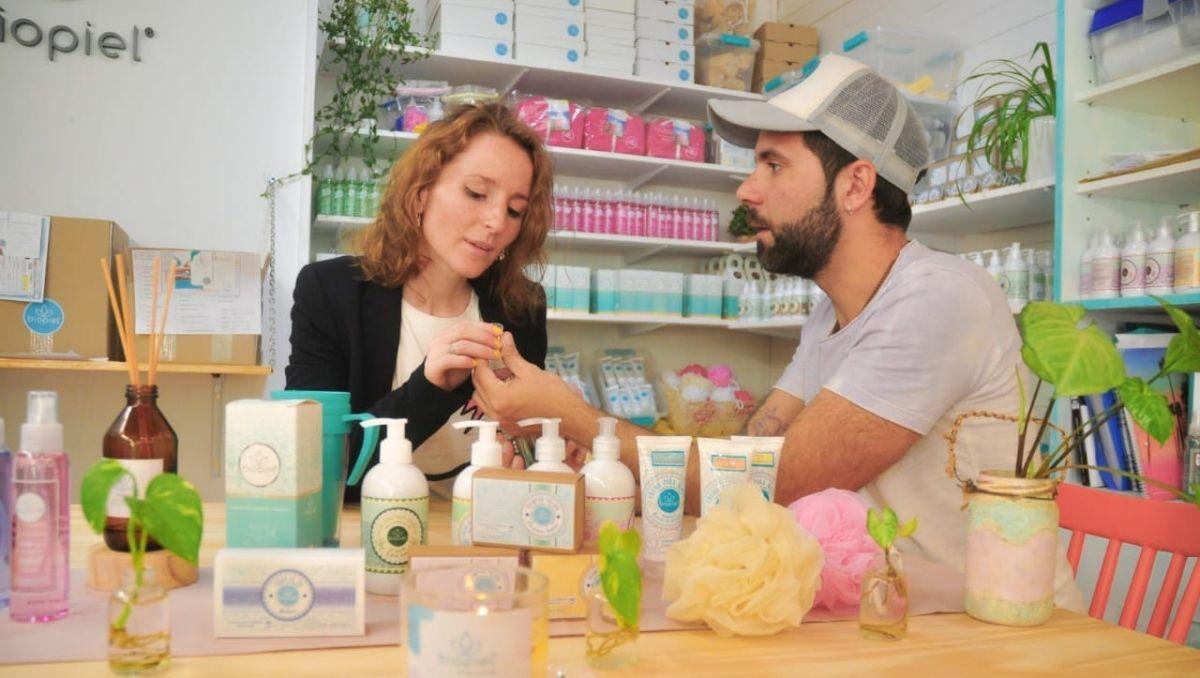 crearon una exitosa empresa de cosmetica con base en pehuenia