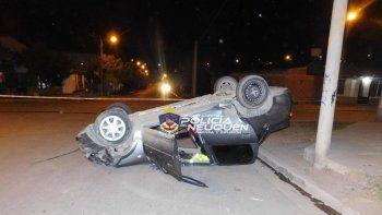 Dos vuelcos en una noche: una alcoholemia y un peatón herido