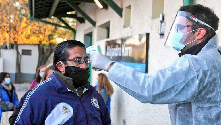 Récord de contagios en el país: se registraron 904 casos en 24 horas