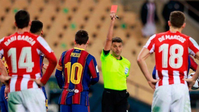 El momento exacto de la expulsión de Messi.