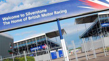 El Gobierno de Boris Johnson exceptuaría a los deportistas en su limitación que ingresar al país y esa medida permitiría que la Fórmula 1 corra en Silverstone.