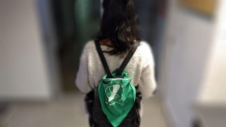 Golpearon a una adolescente por llevar el pañuelo verde por el derecho al aborto legal