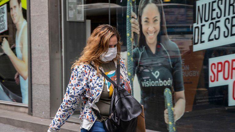 Recomiendan el uso de protectores faciales a los neuquinos que circulen por las calles