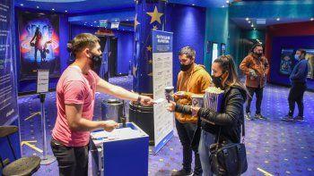 neuquen no estudia aplicar el pasaporte sanitario para los eventos, bares o restoranes
