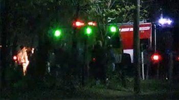dramatico video: auto del rally federal despisto y cayo al rio