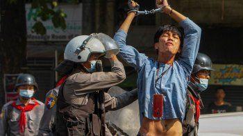 myanmar: gases y balas en otra protesta contra los militares