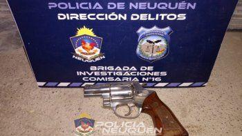 La Policía secuestró un revólver calibre 38.