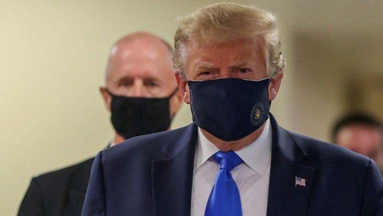 Un Trump poderoso retomó la campaña