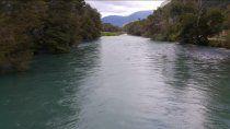 un neuquino murio ahogado en el rio al rescatar a su nieto