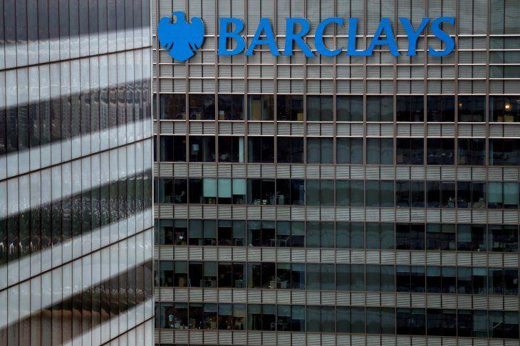 Imagen de archivo de un edificio del banco Barclays en el distrito financiero Canary Wharf en Londres