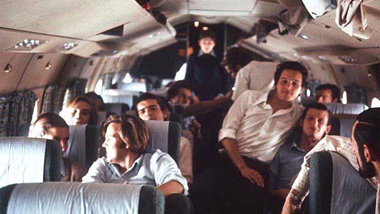 Los jóvenes uruguayos en el avión al salir de Mendoza. Unos minutos después, llegaría la tragedia.