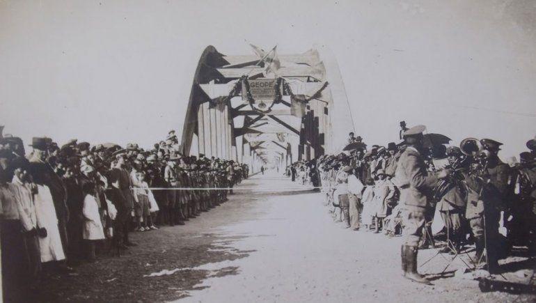 Inauguración del puente carretero.