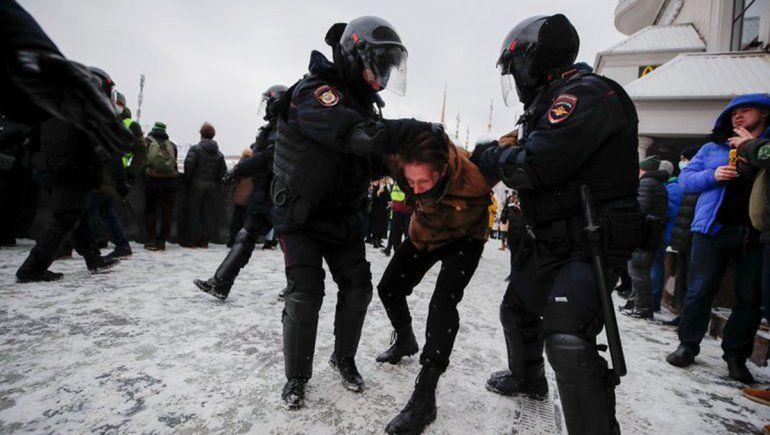 Más de 5.000 detenidos en masivas protestas en Rusia