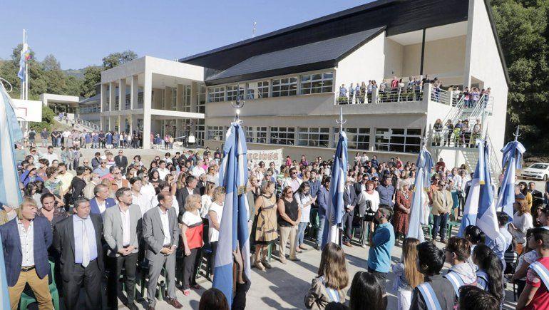 Gutiérrez inauguró el nuevo edificio del EPET 21 en el arranque del año escolar